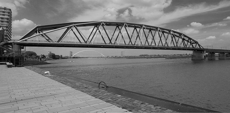 De spoorbrug bij Nijmegen
